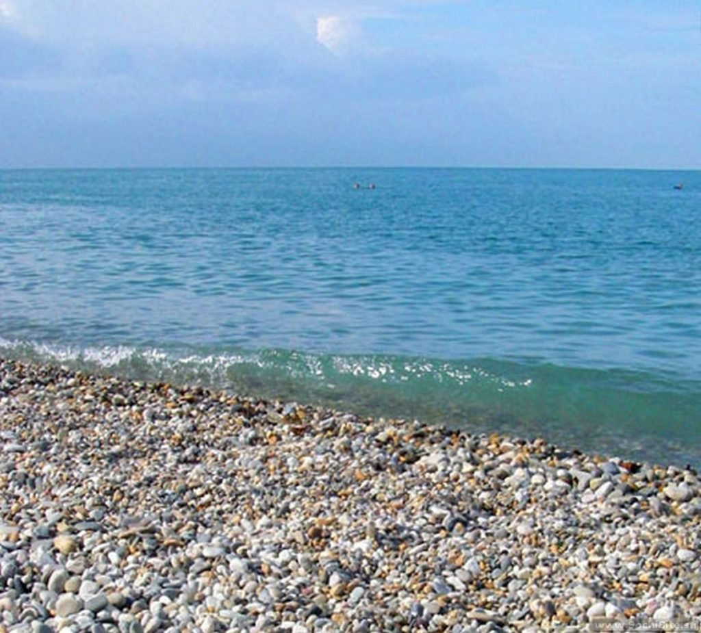 Пляж Ласточка Сочи - галька