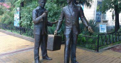 Памятник Бриллиантовая рука Сочи