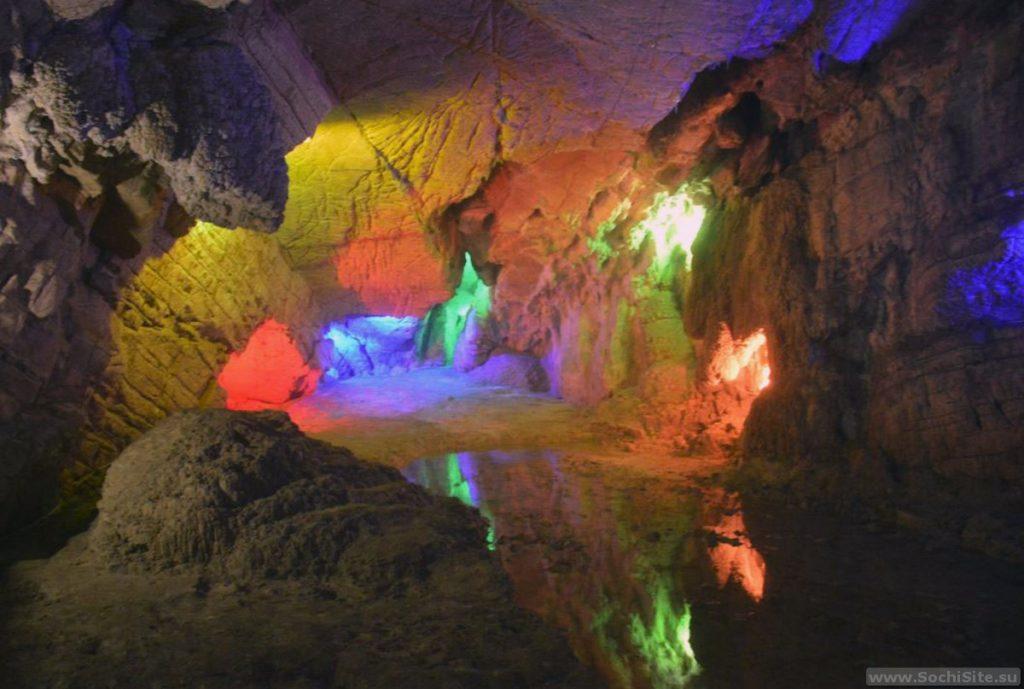 Воронцовская система пещер в подсветке (Сочи)