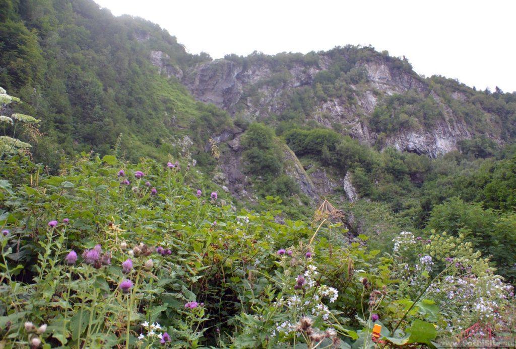Водопад Поликаря летом