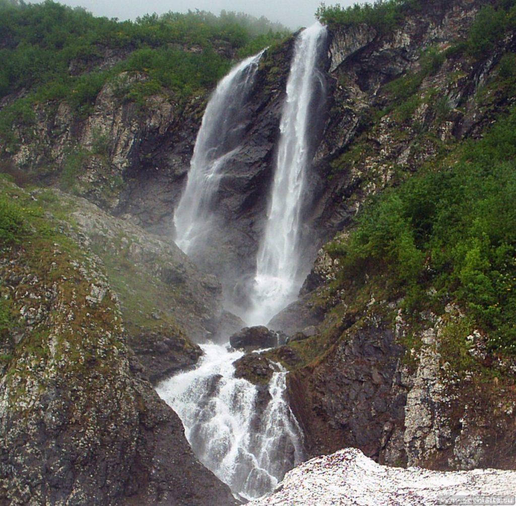 Водопад Поликаря весной