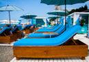 Лежаки на VIP-пляже Сочи